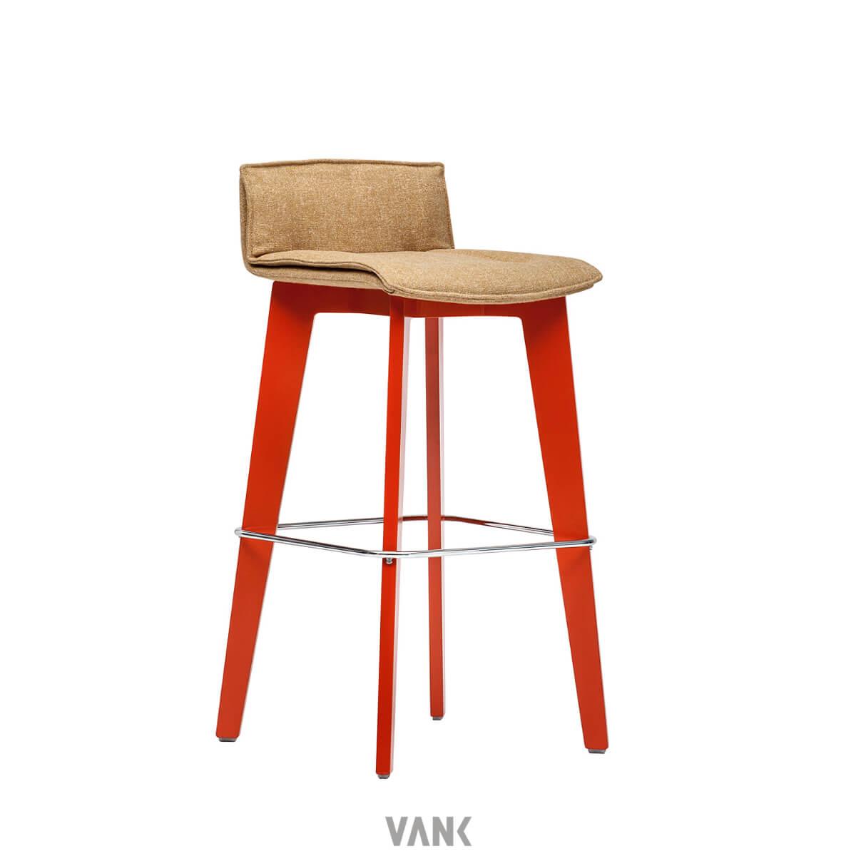 scaun lemn inalt