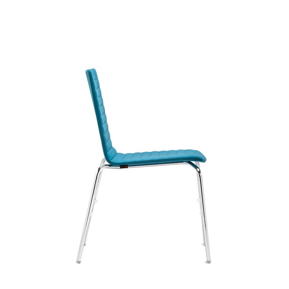 scaun stivuibil albastru