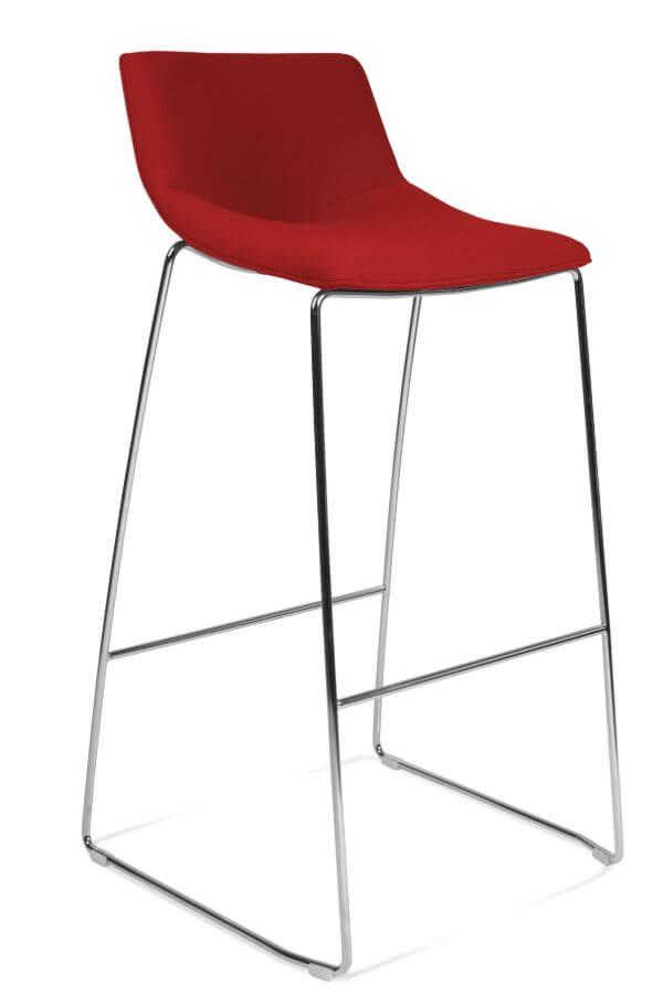 scaun rosu inalt bar